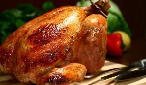 Пиле върху сол